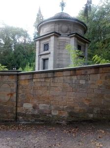 Sonntagsspaziergang_Croissant_Pfalz_Mausoleum.jpg